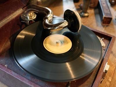18 мая. Первая граммофонная пластинка.