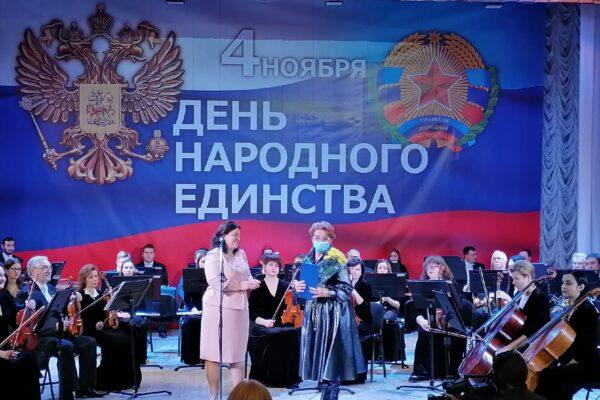 Наш директор – Заслуженный деятель искусств Луганской Народной Республики.