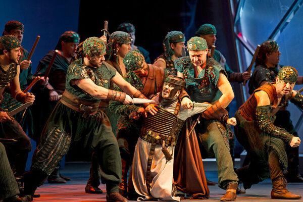 19 января. Премьера оперы Джузеппе Верди «Трубадур».