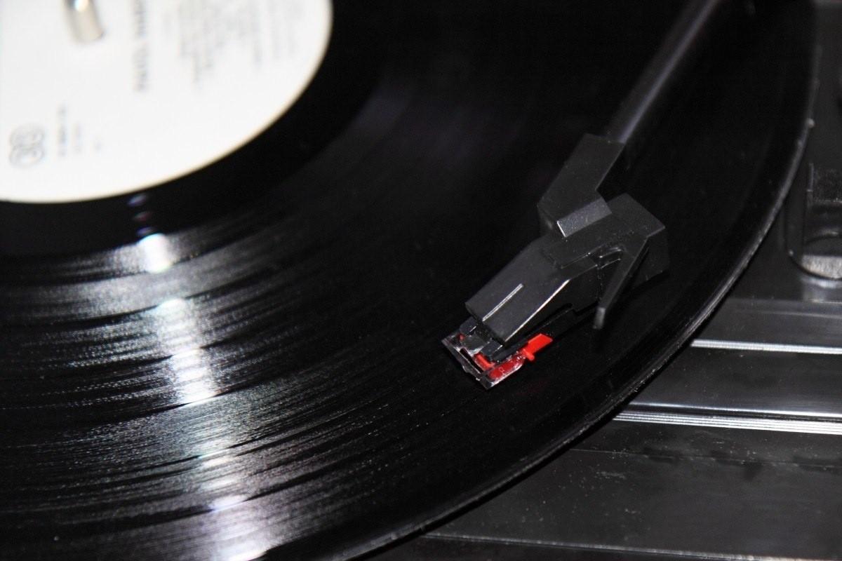27 марта. Изобретение стереофонических пластинок.
